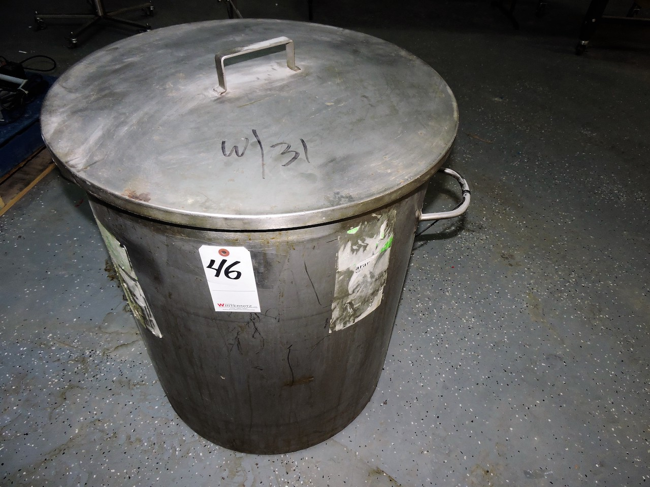 Lot 46 - STAINLESS STEEL TANK 40 GALLON WITH LID