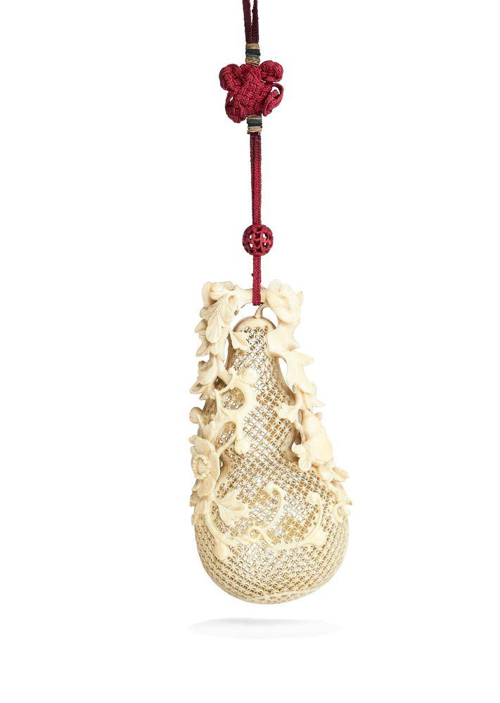 ϒ A Chinese pierced ivory double gourd ivory pomander, Qing Dynasty, 19th century