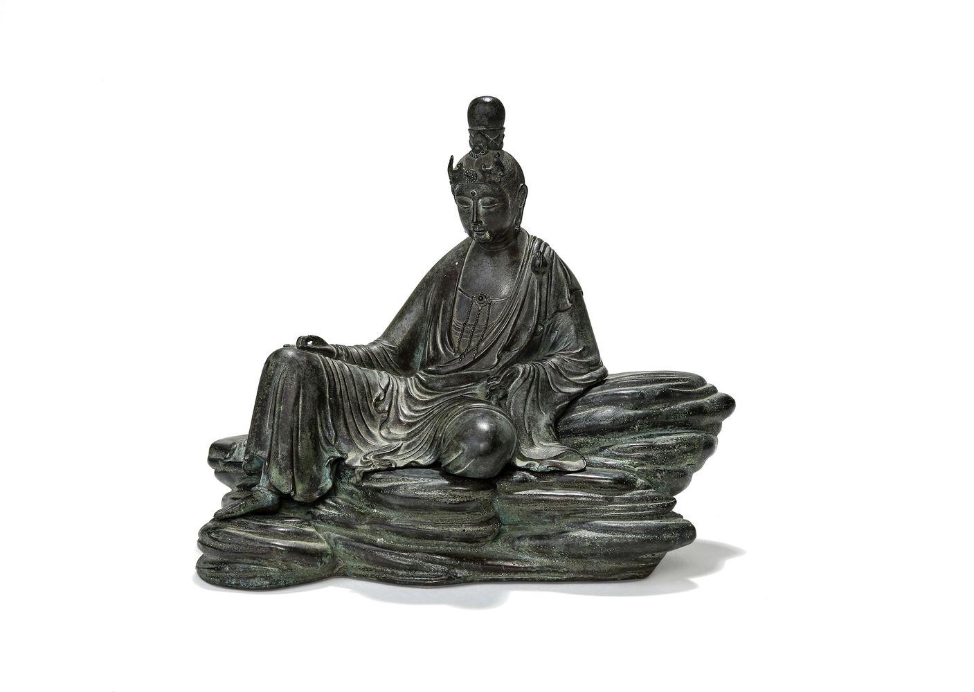 A Japanese bronze figure of Quanyin, Meiji-Taisho Era