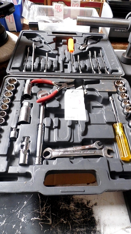 SOCKET / WRENCHES