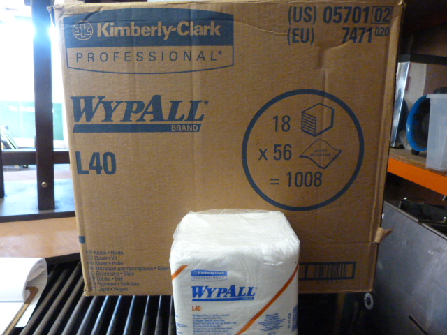 Lot 130 - *Box Containing 18 Packs of 56 Wypall L40 Wipers