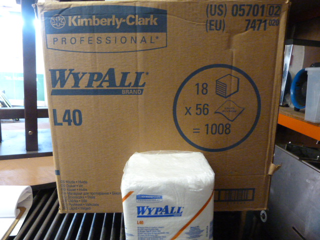 Lot 131 - *Box Containing 18 Packs of 56 Wypall L40 Wipers