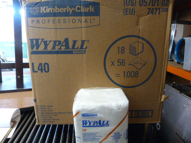 Lot 129 - *Box Containing 18 Packs of 56 Wypall L40 Wipers