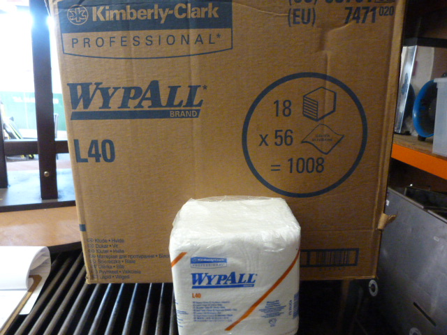 Lot 128 - *Box Containing 18 Packs of 56 Wypall L40 Wipers