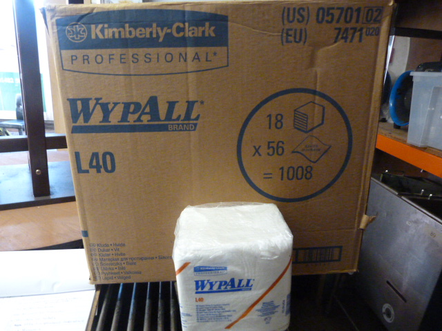 Lot 127 - *Box Containing 18 Packs of 56 Wypall L40 Wipers