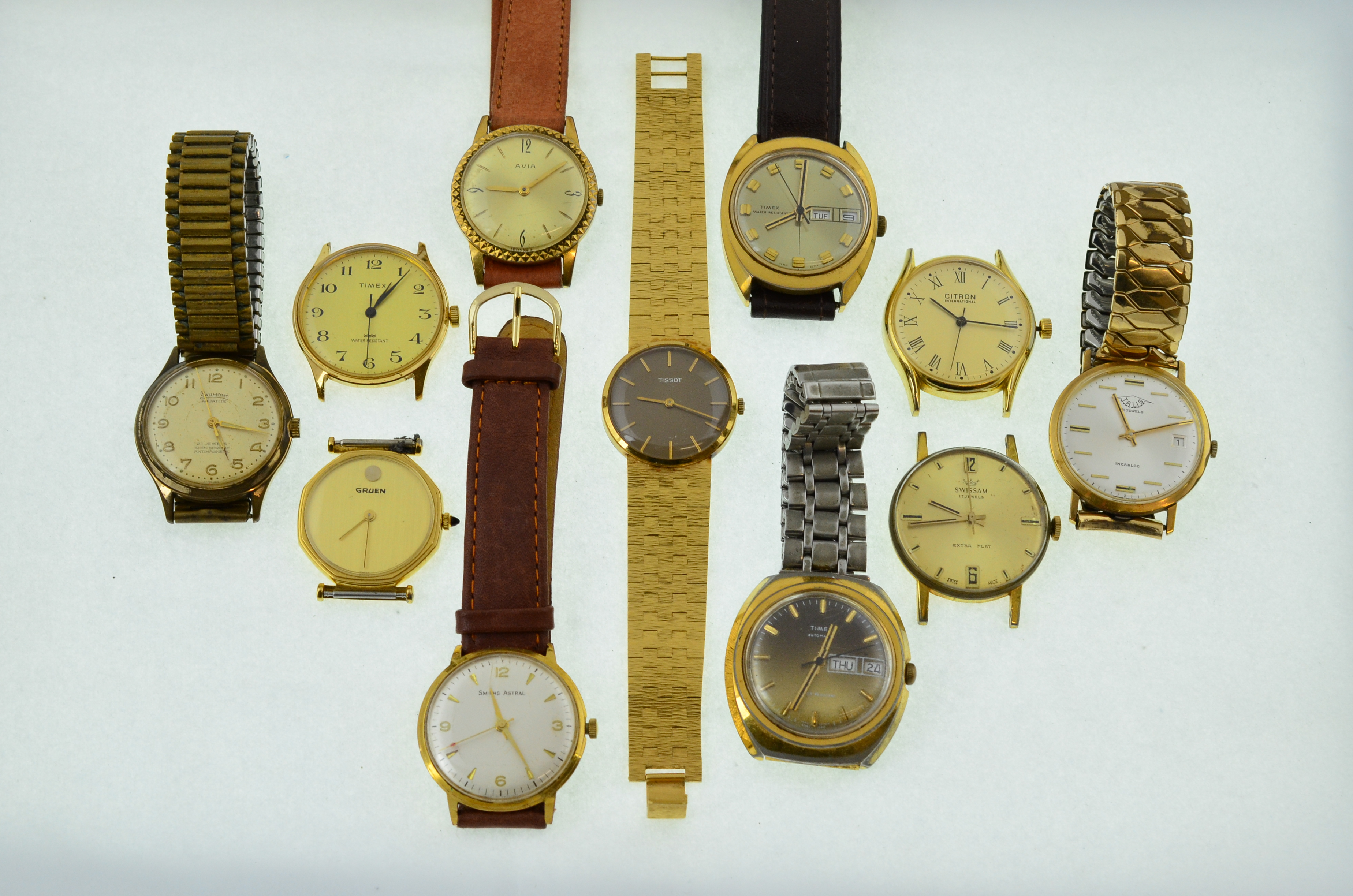 Lot 56 - 11 working mechanical wristwatches.