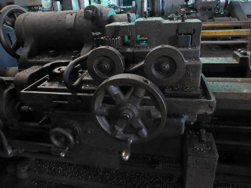 Betts Twin Carriage Center Drive Axle Lathe - Image 7 of 13