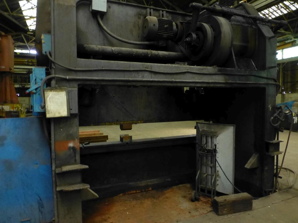 "Steelweld Mechanical Brake/Punch|Model: MO6-10; S/N: M-915; 12' 6""' LOA - 10' 6"" Between Housings; - Image 10 of 11"