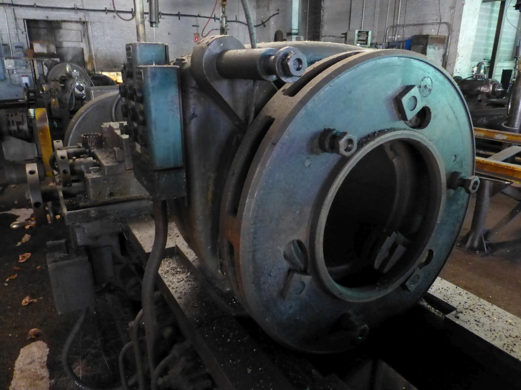 Betts Twin Carriage Center Drive Axle Lathe - Image 5 of 13