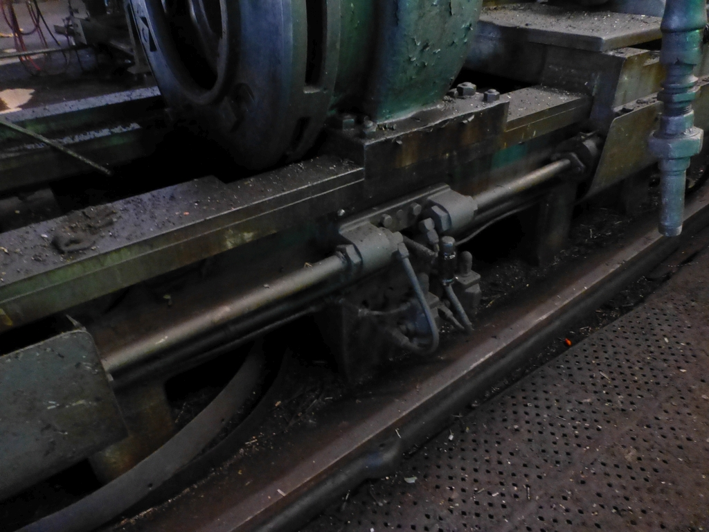 Betts Twin Carriage Center Drive Axle Lathe - Image 12 of 13