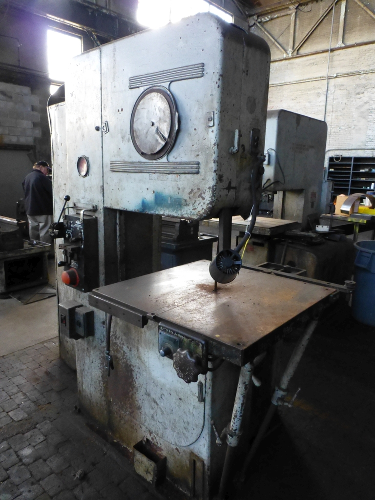 """DoAll 26"""" Vertical Band Saw
