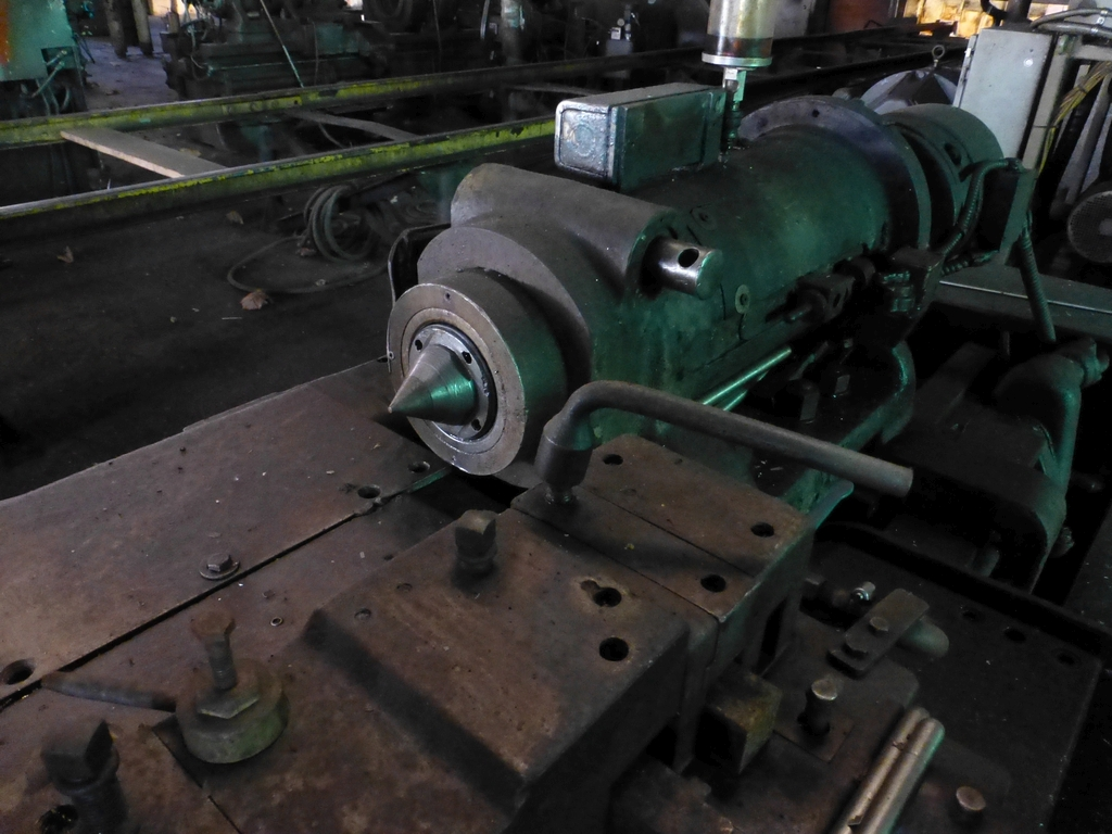 Betts Twin Carriage Center Drive Axle Lathe - Image 4 of 10