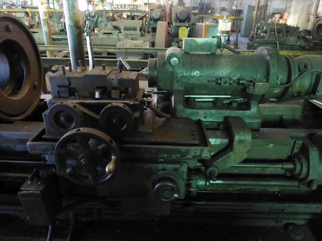 Betts Twin Carriage Center Drive Axle Lathe - Image 3 of 10