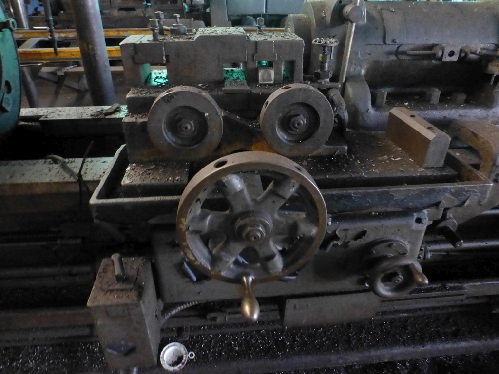 Betts Twin Carriage Center Drive Axle Lathe - Image 3 of 13