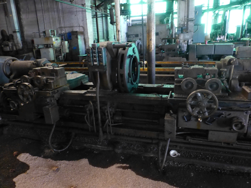 Betts Twin Carriage Center Drive Axle Lathe - Image 2 of 13