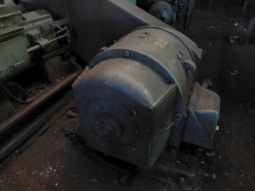 Betts Twin Carriage Center Drive Axle Lathe - Image 13 of 13