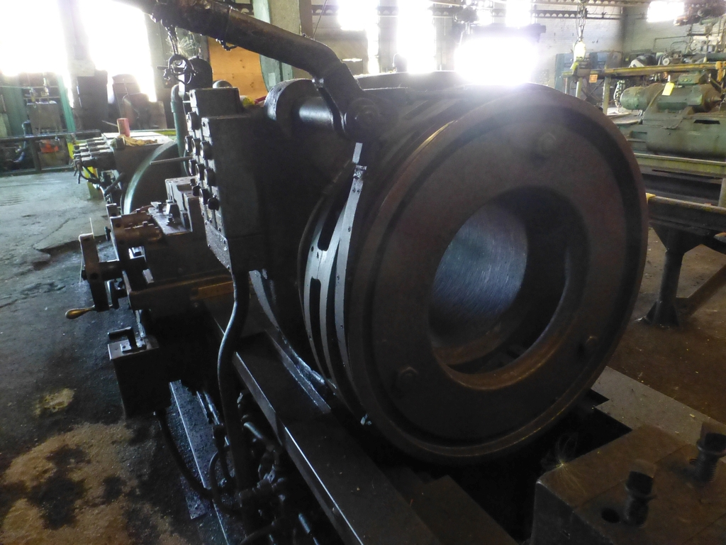 Betts Twin Carriage Center Drive Axle Lathe - Image 5 of 10