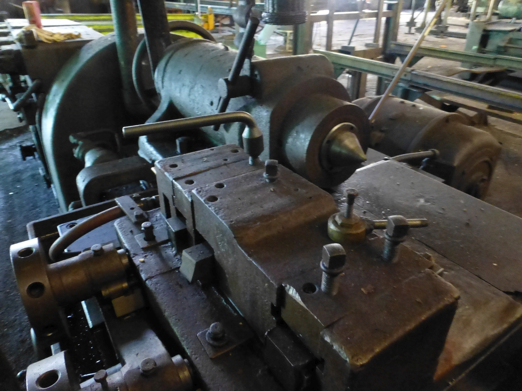 Betts Twin Carriage Center Drive Axle Lathe - Image 7 of 10