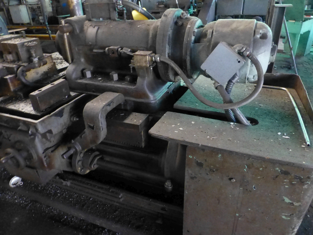 Betts Twin Carriage Center Drive Axle Lathe - Image 11 of 13