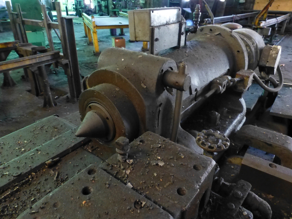 Betts Twin Carriage Center Drive Axle Lathe - Image 4 of 13
