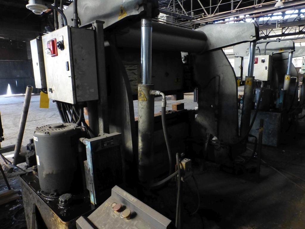 Acuurpress 8' x 130 Ton Hydrualic Press Brake|Model No. 71308; Pedestal Control; S/N 4896; - Image 3 of 8