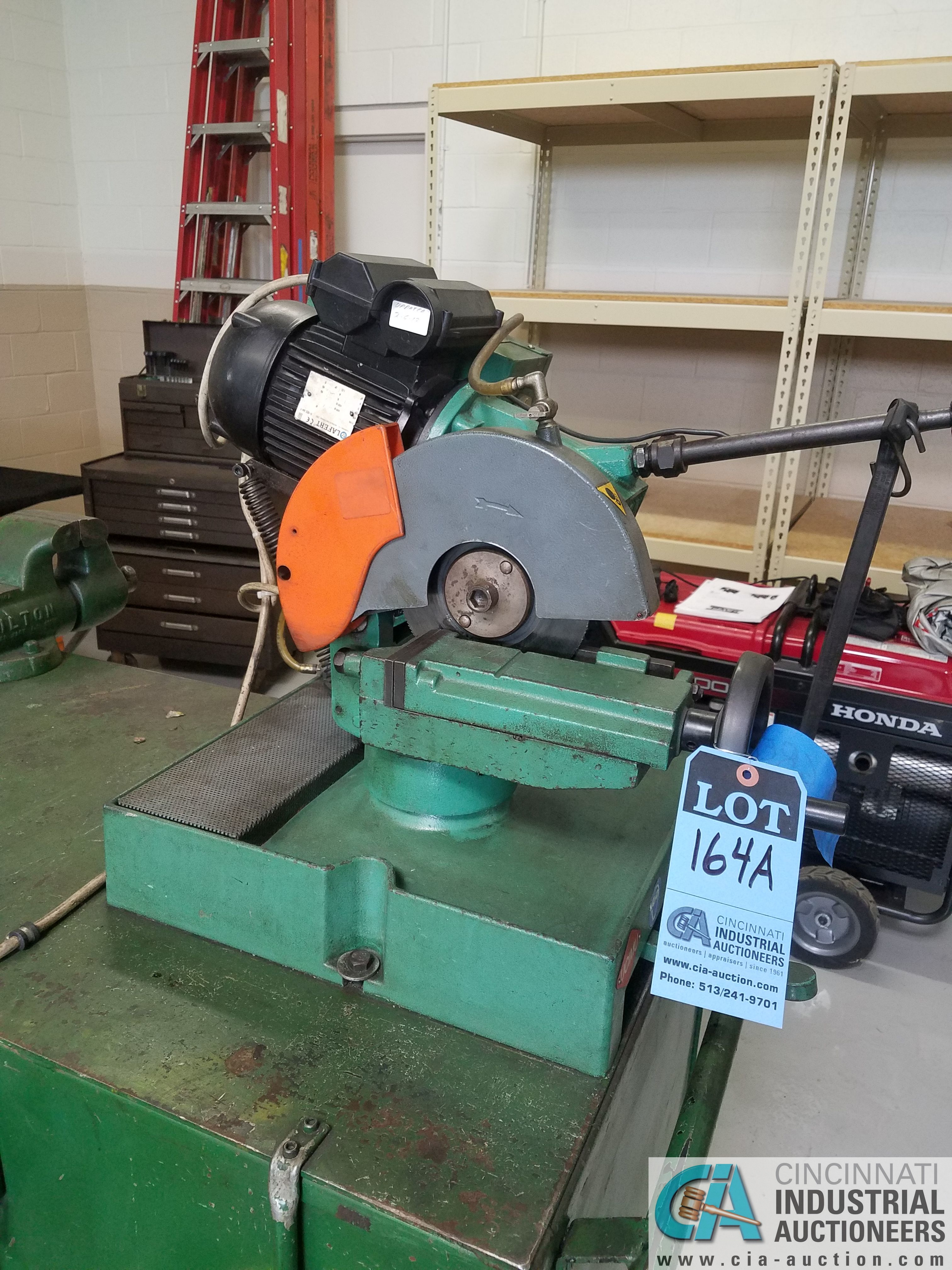 BROWN MODEL 250 TABLE MOUNTED SAW; S/N 034436, MOUNTED ON PORTABLE JOBBOX WITH 4-1/2 BENCH VISE - Image 3 of 6