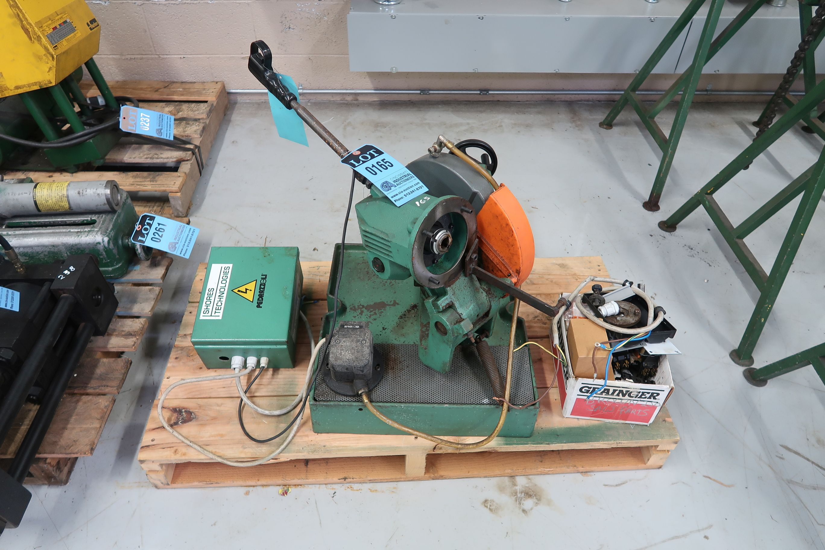 BROWN MODEL 250 TABLE MOUNTED SAW (PARTS MACHINE)
