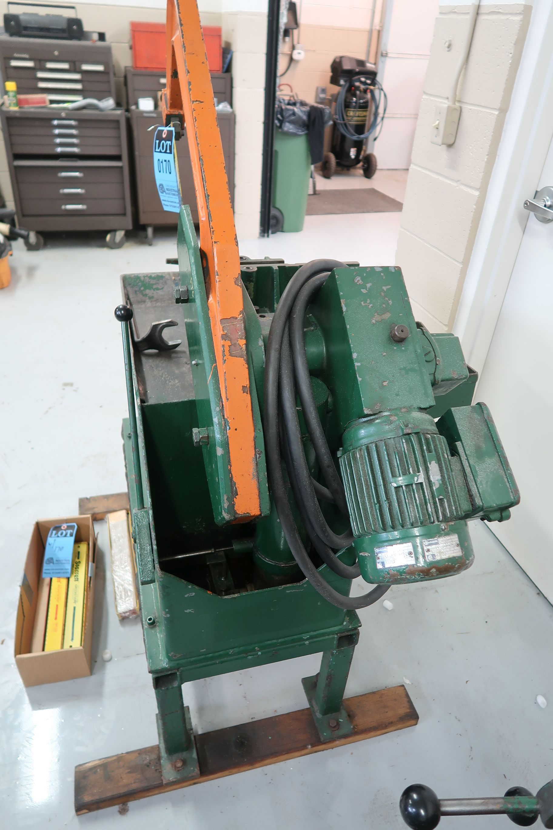 "14"" KASTO-RACINE MODEL UBS200 RECIPRICATING HACK SAW; S/N 1272801009/39324, WITH (23) BLADES - Image 4 of 6"