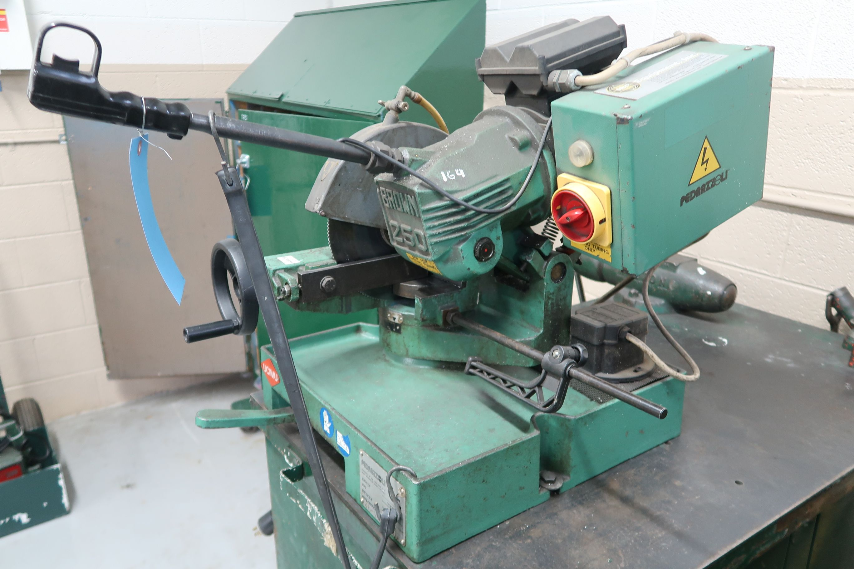 BROWN MODEL 250 TABLE MOUNTED SAW; S/N 029113, MOUNTED ON PORTABLE JOBBOX WITH 4-1/2 BENCH VISE - Image 3 of 6