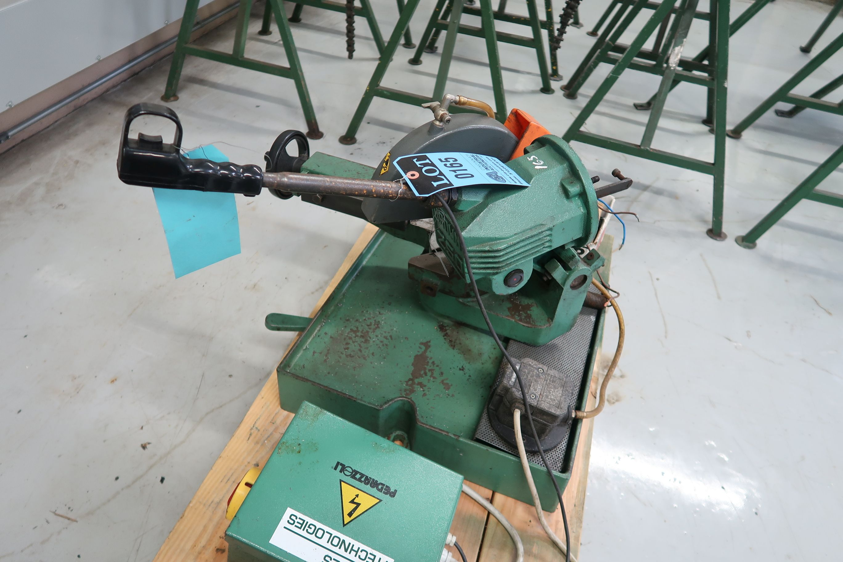 BROWN MODEL 250 TABLE MOUNTED SAW (PARTS MACHINE) - Image 2 of 3
