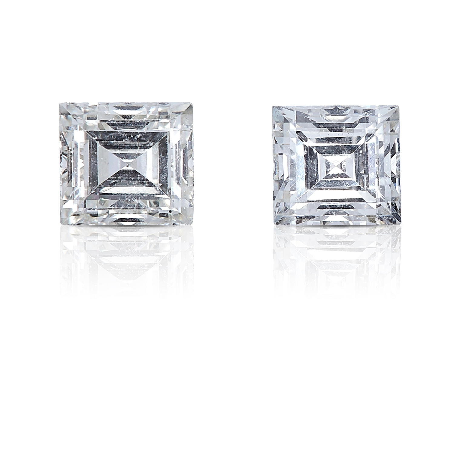 A PAIR OF STEP CUT DIAMONDS, TOTALLING 0.34cts, UNMOUNTED.