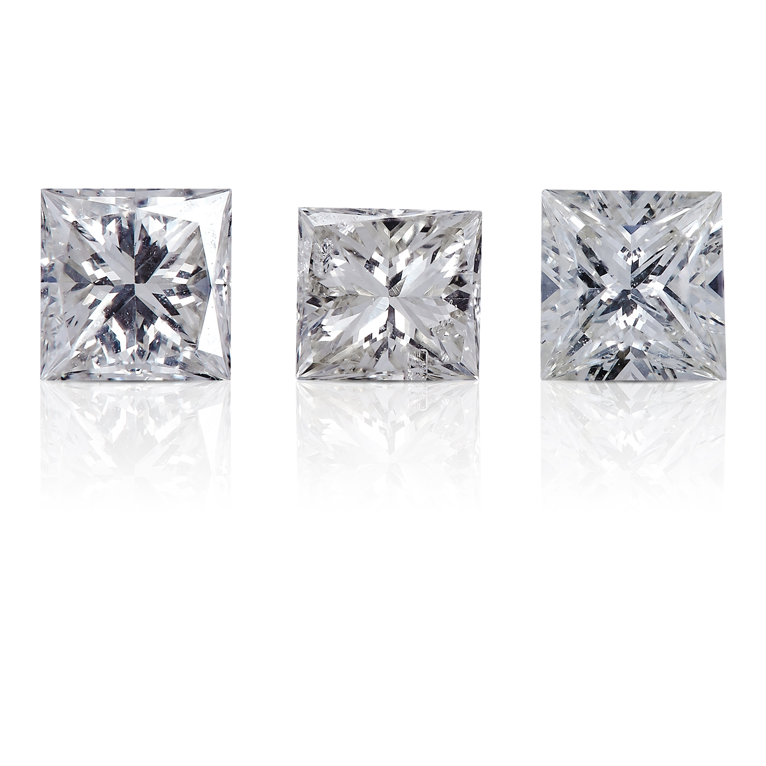 THREE SQUARE MODIFIED BRILLIANT CUT/PRINCESS CUT DIAMONDS, TOTALLING 0.86cts, UNMOUNTED.