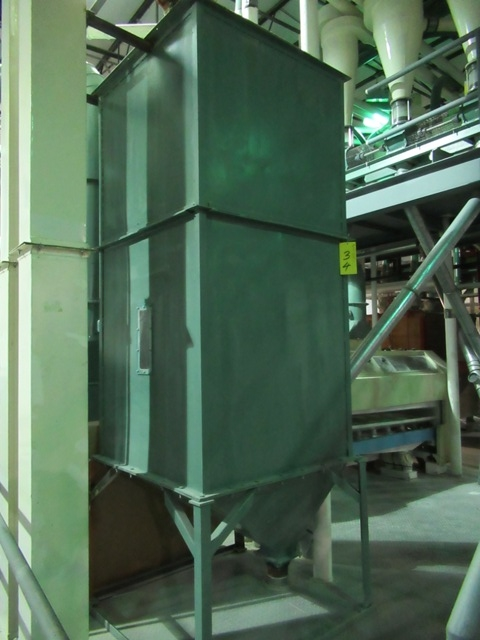 """Lot 34 - GREEN STEEL 40""""X40""""X8'H APPROX. STORAGE SILO ONLY (NO WIRING)"""