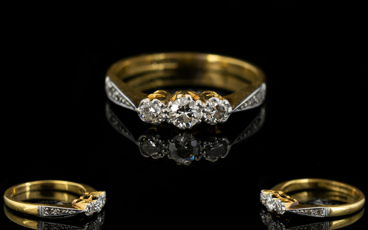 Lot 32 - 18ct Gold - Attractive 3 Stone Diamond Ring, Diamonds Bright and Lively. Est Diamond Weight 0.