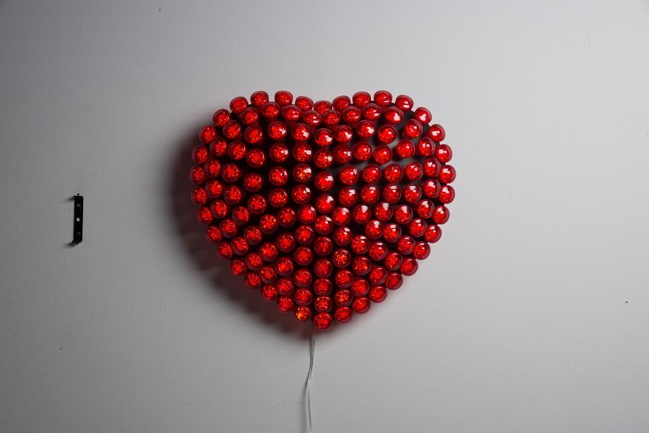 Lot 49 - Red Heart W/Trans-Matt Black (UK) 60x53x16 6cm RRP £2655