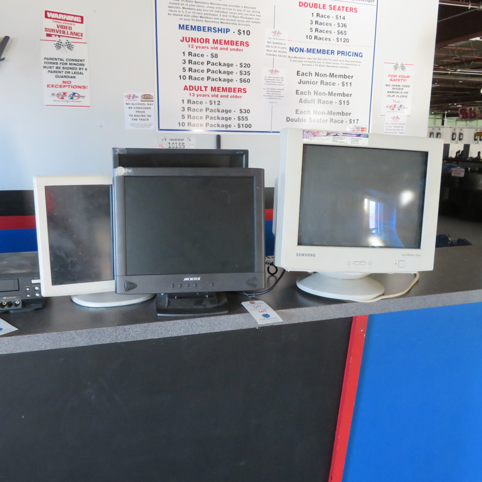 (Lot) Monitors, Keyboards, VHS DVD Player