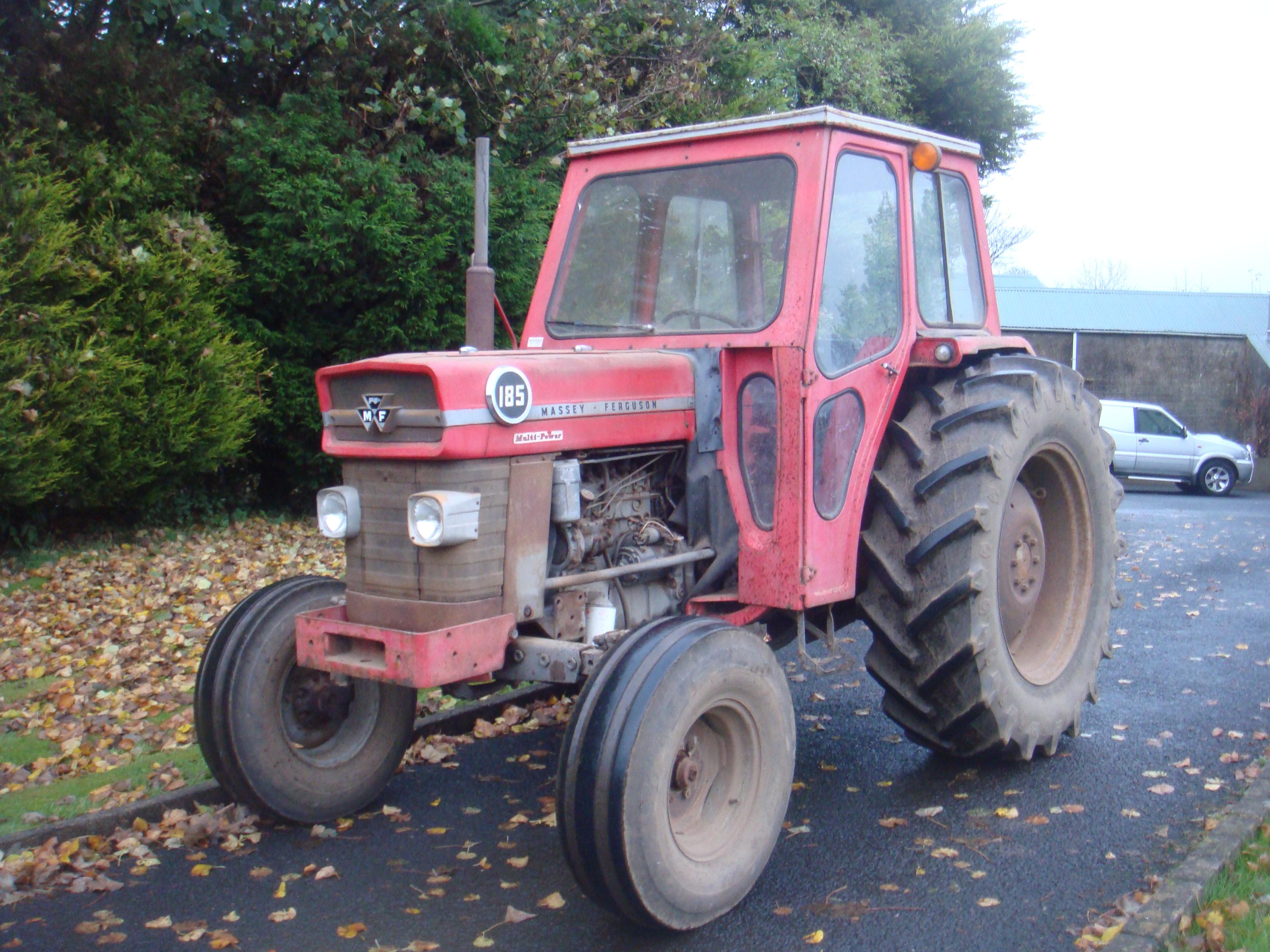 Lot 3334 - 1975 MASSEY FERGUSON 185 Multi-Power 4cylinder diesel TRACTOR  Reg. No
