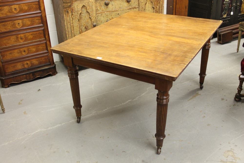 Late Victorian mahogany extending dining table the  : original from www.the-saleroom.com size 1000 x 667 jpeg 141kB