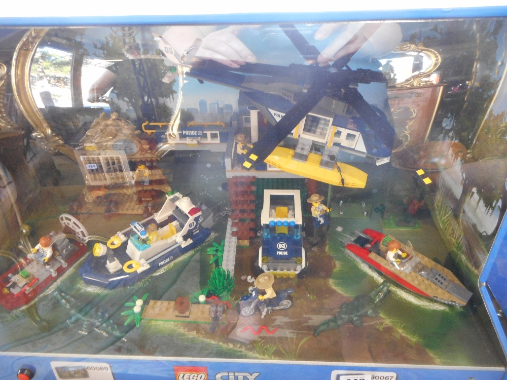 A lego city ex shop display nos 60069 and 60067 in a for Case lego city