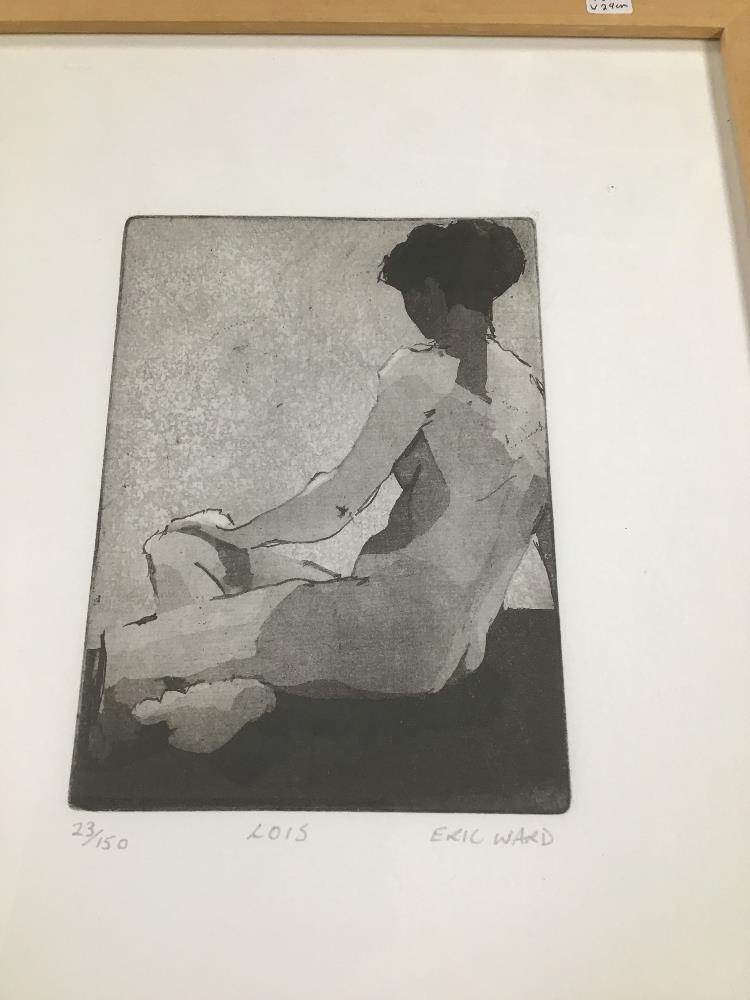 Lot 521 - ERIC WARD (1945 -) A FRAMED AND GLAZED LIMITED EDITION SIGNED ETCHING ENTITLED 'LOIS' 23/150,