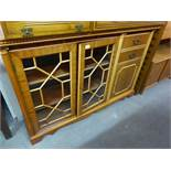 A MAHOGANY SMALL BOOKCASE WITH TWO ASTRAGAL GLAZED DOORS WITH END CUPBOARD AND TWO SHORT DRAWERS