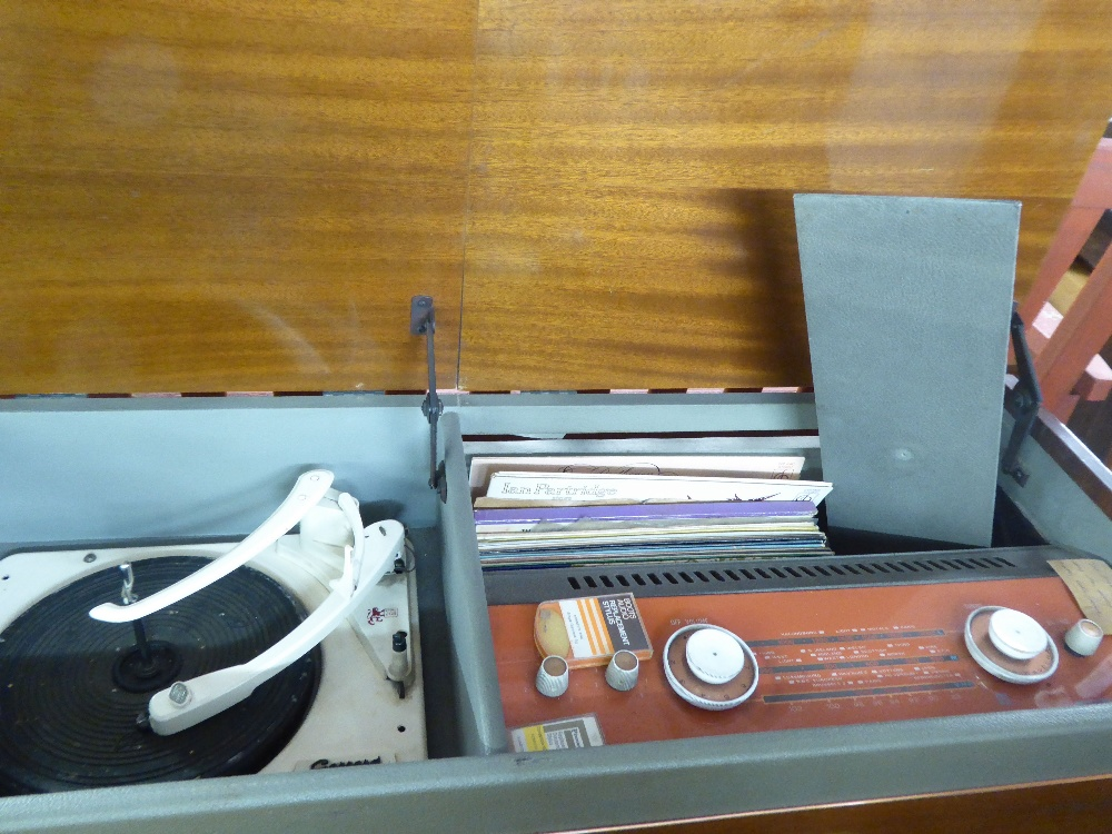 Lot 108 - A MURPHY 1960's RADIOGRAM WITH FITTED 'GARRARD 209' TURNTABLE, IN AN SAPELE MAHOGANY CABINET CASE