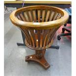 REPRODUCTION MAHOGANY JARDINERE STAND HAVING SLATTED SIDES, BALUSTER COLUMN WITH ACANTHUS LEAF