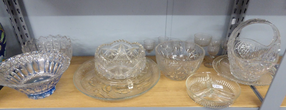 Lot 324 - QUANTITY OF CUT AND MOULDED GLASS WARES TO INCLUDE; BOWLS, VASES, WINE GLASSES ETC...