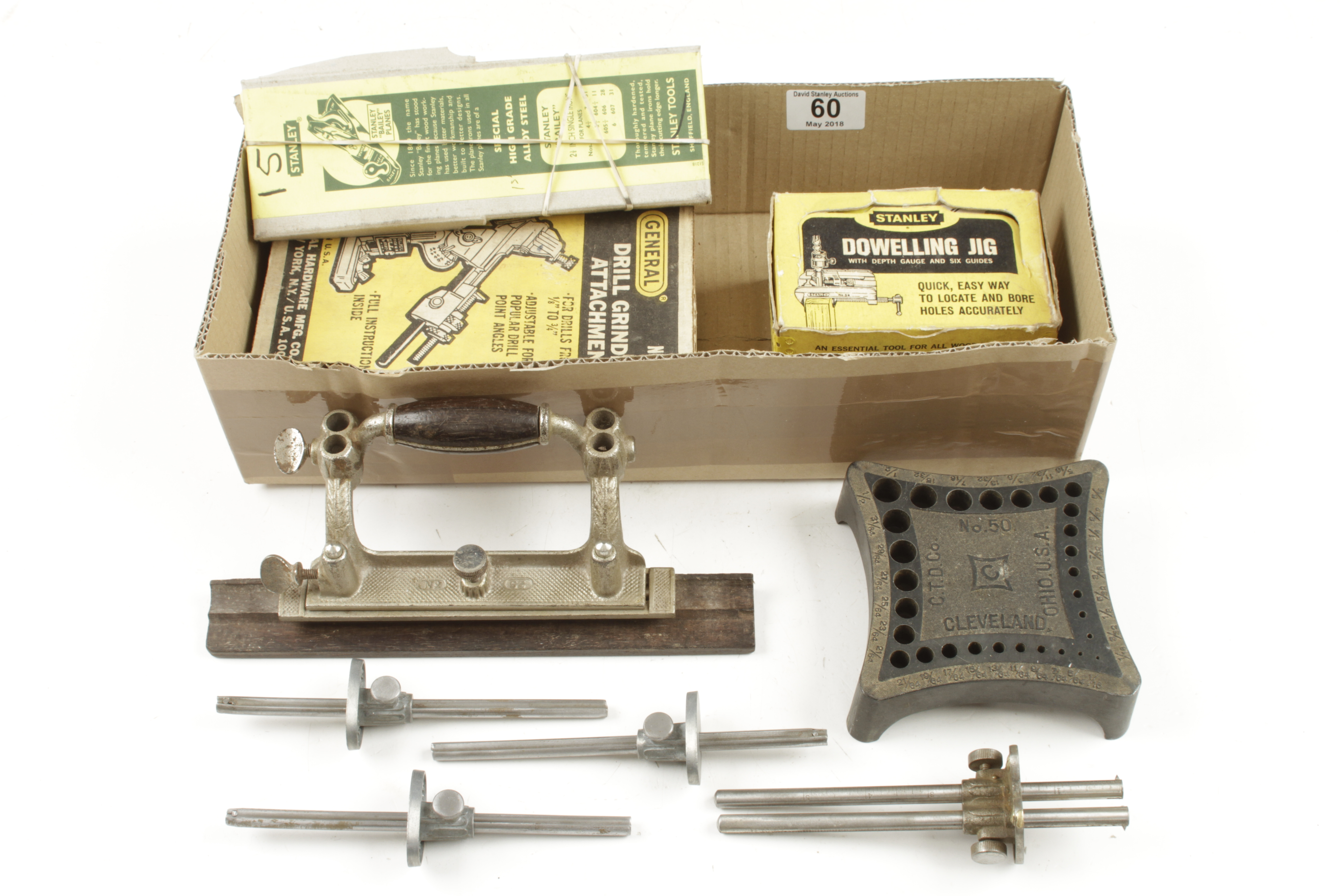 Lot 60 - A dowel jig and grinding jig in orig boxes,
