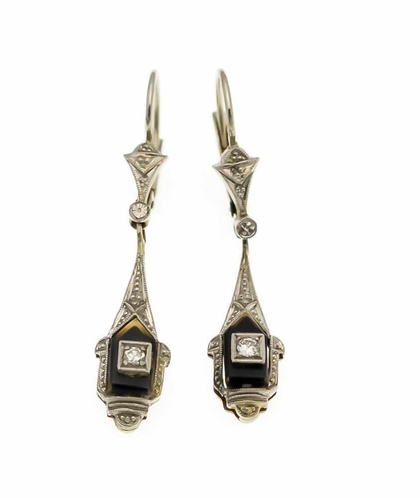 Lot 15 - Art Déco Ohrringe WG 585/000 mit 2 Onyx-Platten 7,5 mm, ein Brillant und ein Diamant, zus.0,05 ct