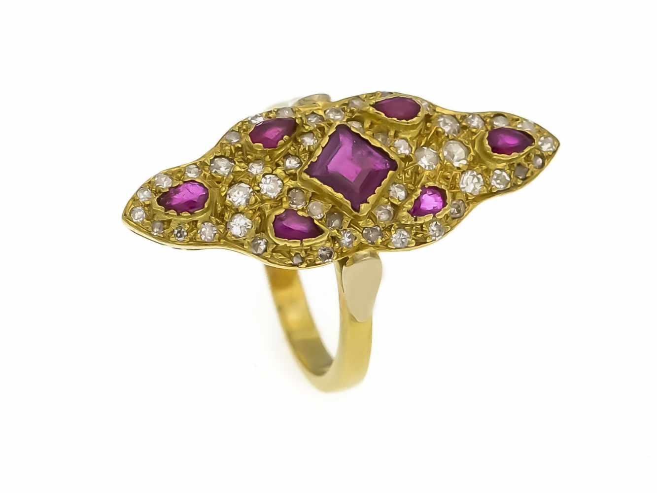 Lot 18 - Rubin-Diamant-Ring GG 750/000 mit einem fac. Rubin-Carré 4,5 mm, 6 fac. Rubin-Tropfen 3 mmin guter