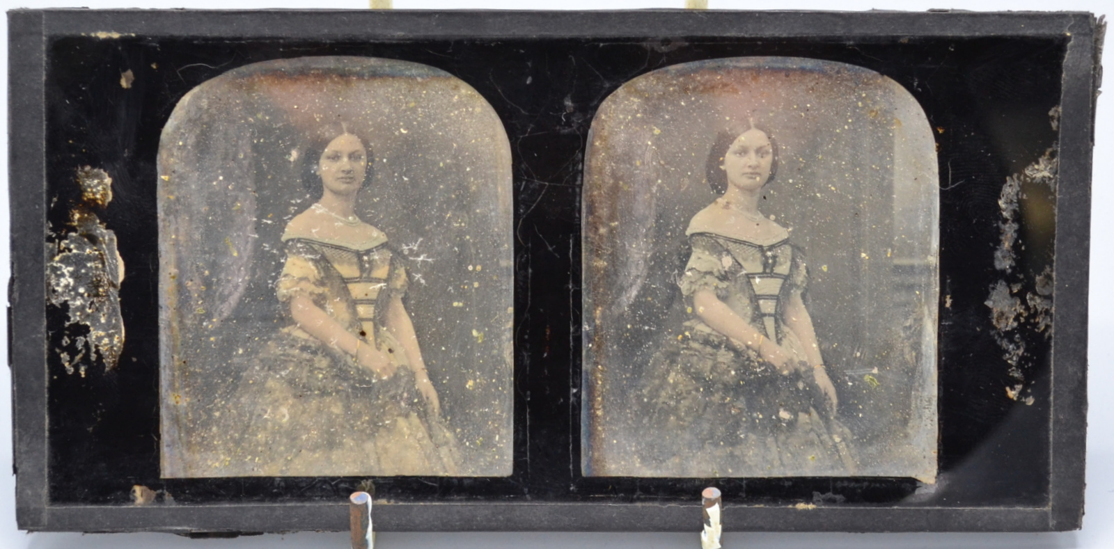 Lot 55 - A stereo Daguerrotype of a lady by Antoine Claudet, paper label to the back,
