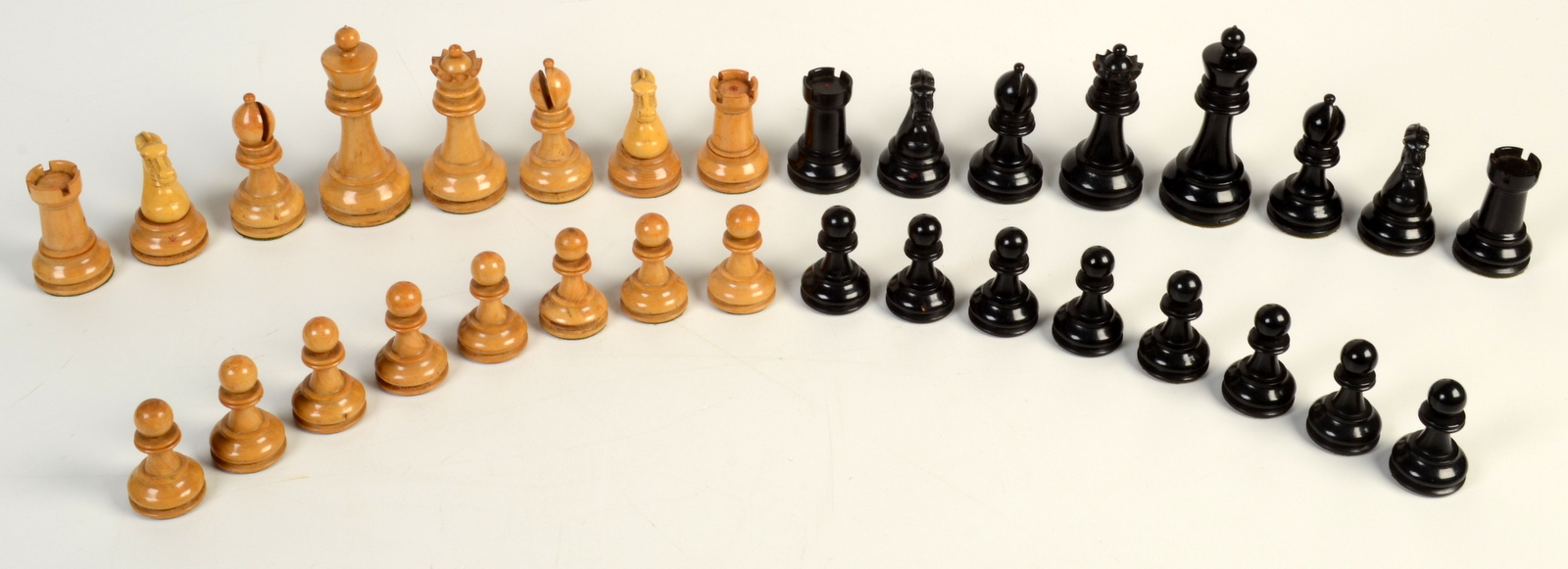 Lot 34 - A set of British Chess Company's Staunton Club weighted Chessmen No.
