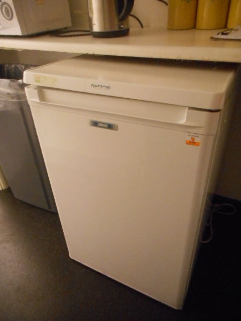 Lot 3 - Selection of Electrical Kitchen Items - Fridges/Toaster/Microwave
